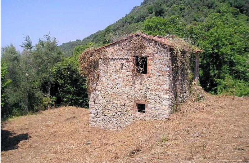 Rustico / Casale in vendita a Camaiore, 3 locali, prezzo € 190.000 | CambioCasa.it