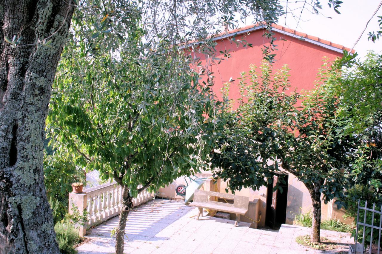 Rustico / Casale in vendita a Camaiore, 6 locali, prezzo € 340.000 | CambioCasa.it