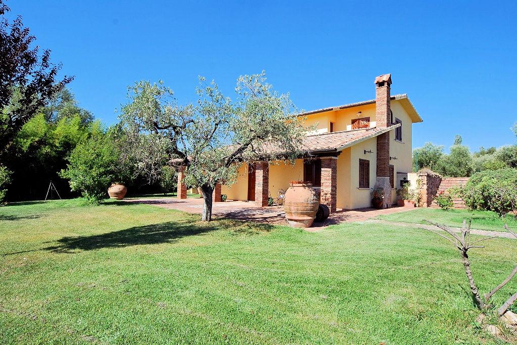 Villa in vendita a Pitigliano, 5 locali, prezzo € 545.000 | Cambio Casa.it