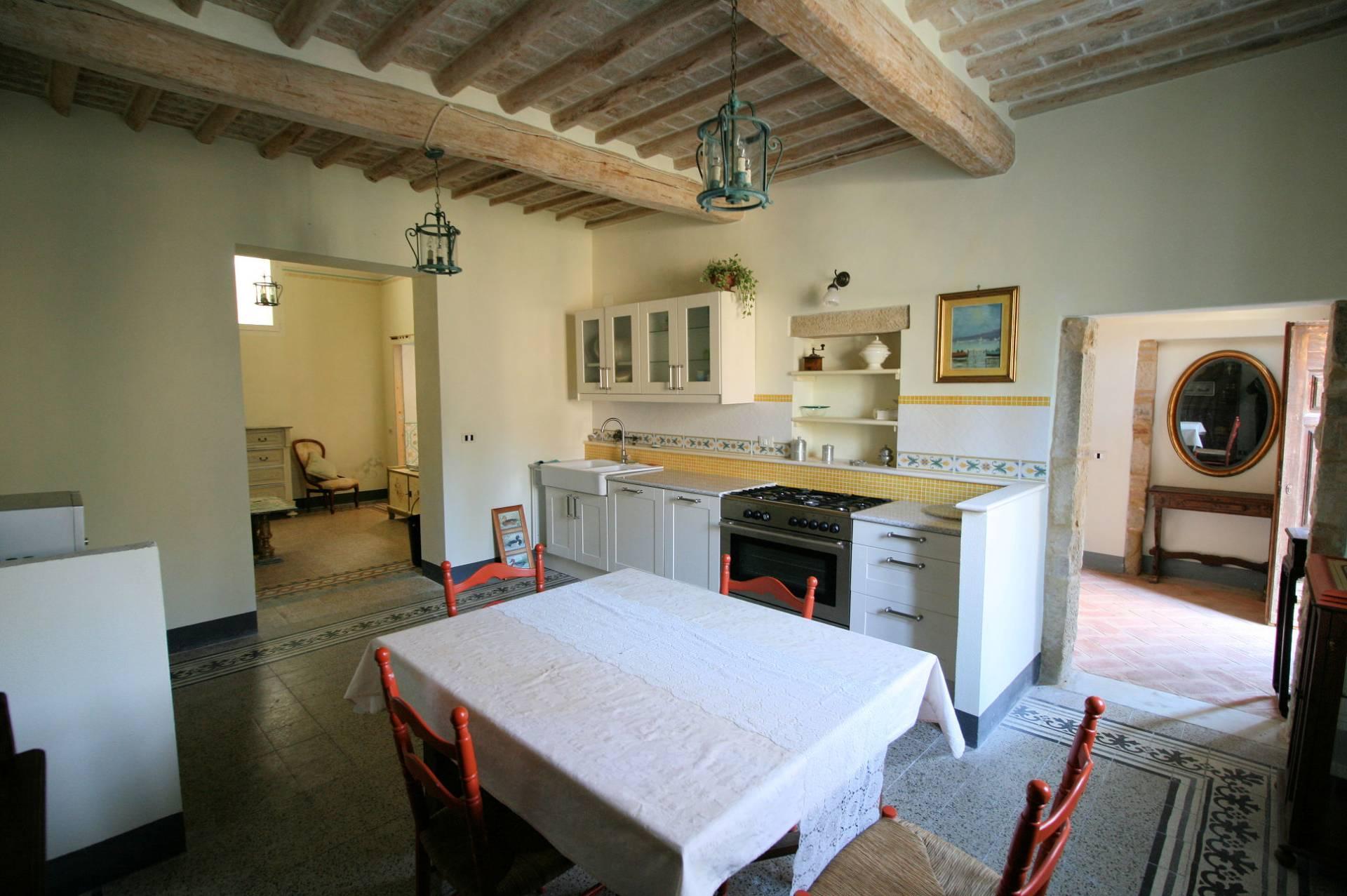 Rustico / Casale in vendita a Collesalvetti, 6 locali, prezzo € 198.000   Cambio Casa.it