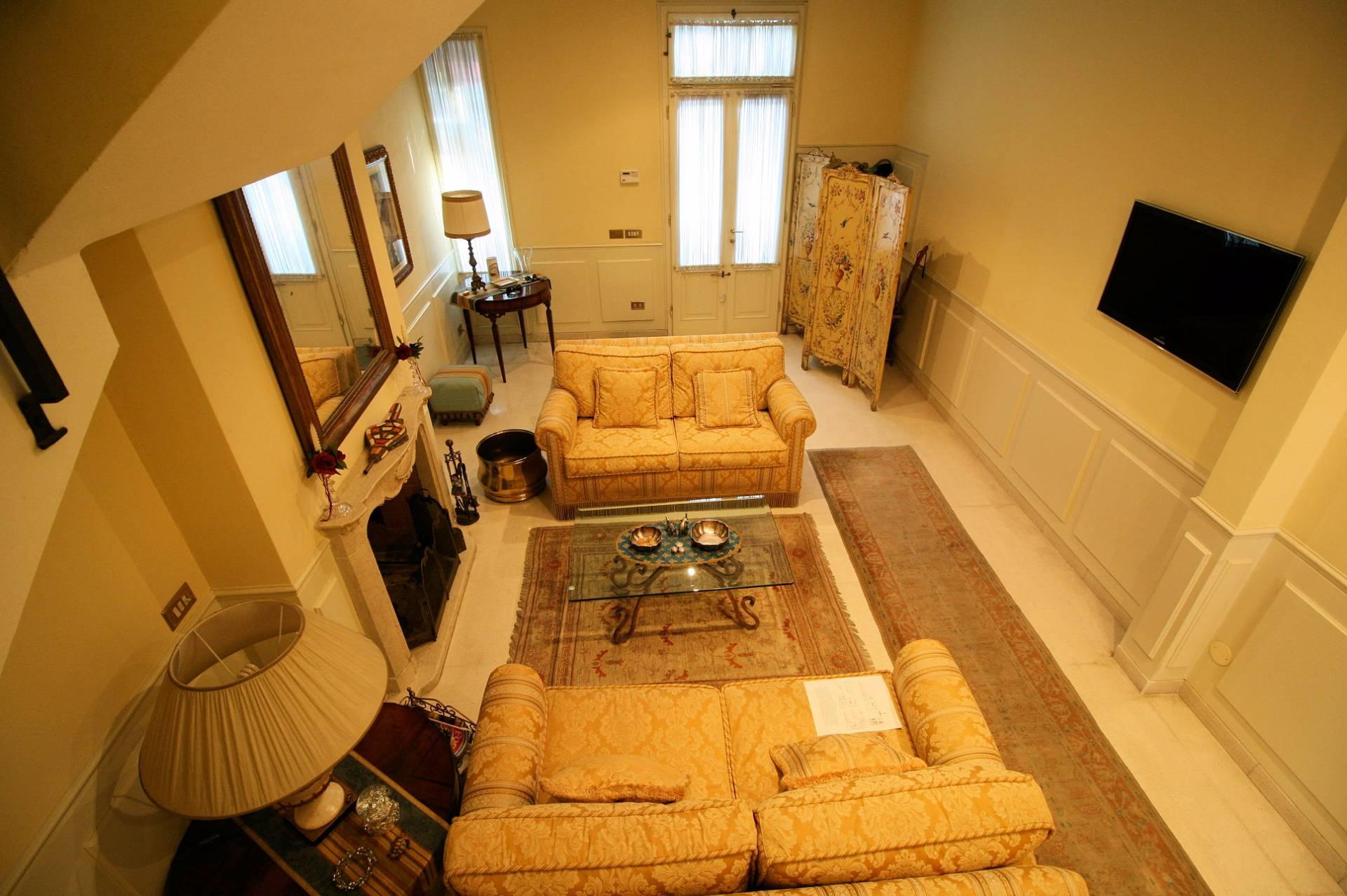 Villa in vendita a Viareggio, 8 locali, prezzo € 830.000 | Cambio Casa.it