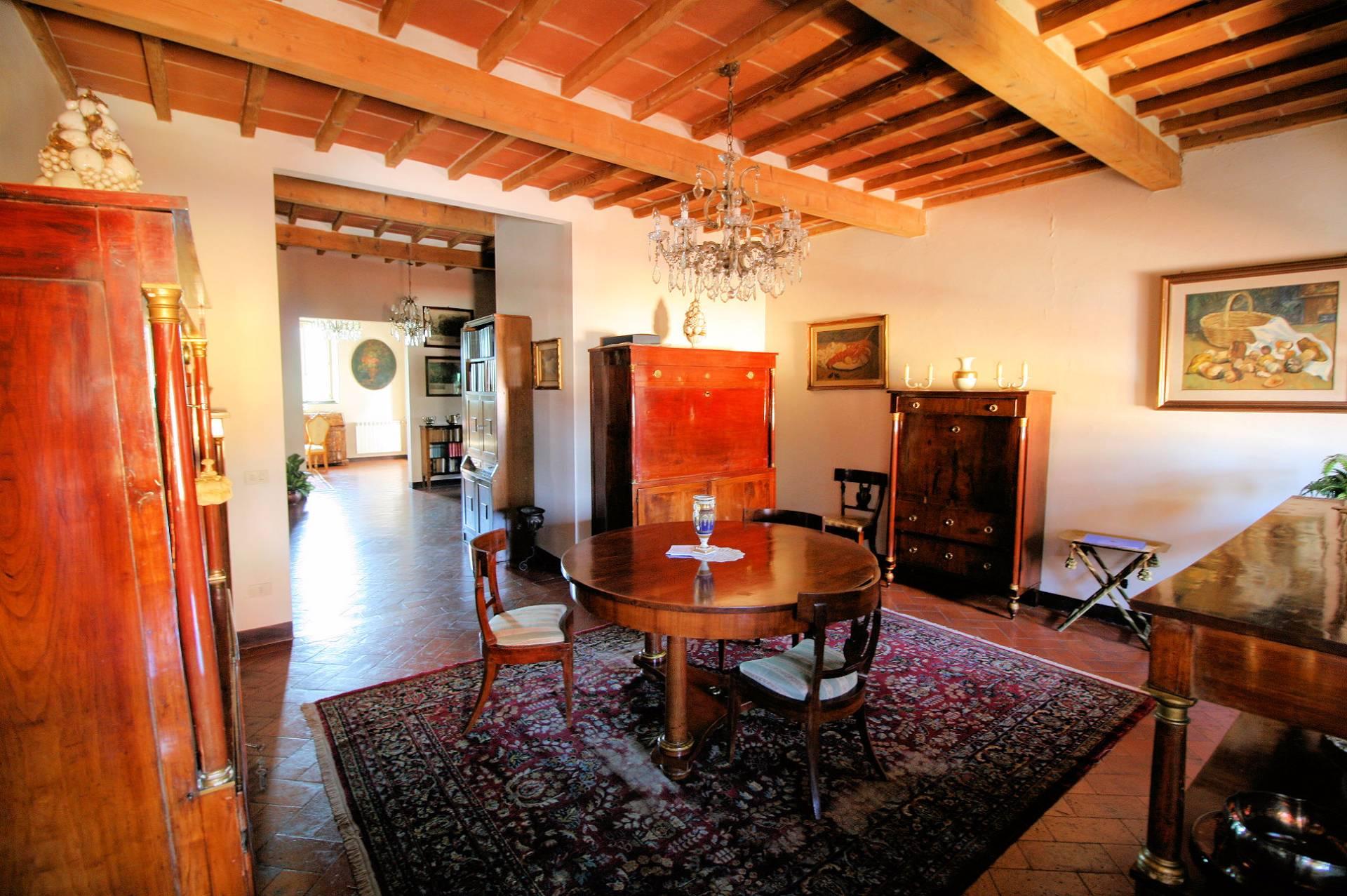 Appartamento in vendita a Pistoia, 9 locali, zona Località: Centrostorico, prezzo € 380.000 | PortaleAgenzieImmobiliari.it