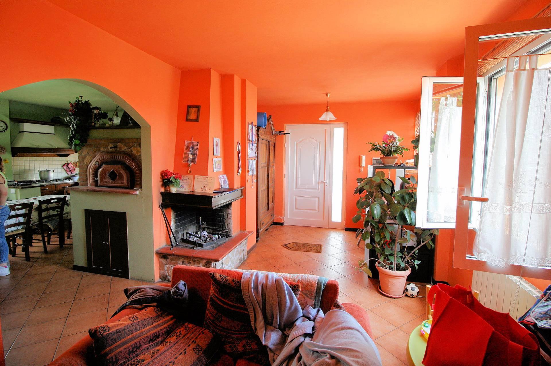 Appartamento in vendita a Massarosa, 7 locali, zona Zona: Massarosa, prezzo € 259.000 | Cambio Casa.it