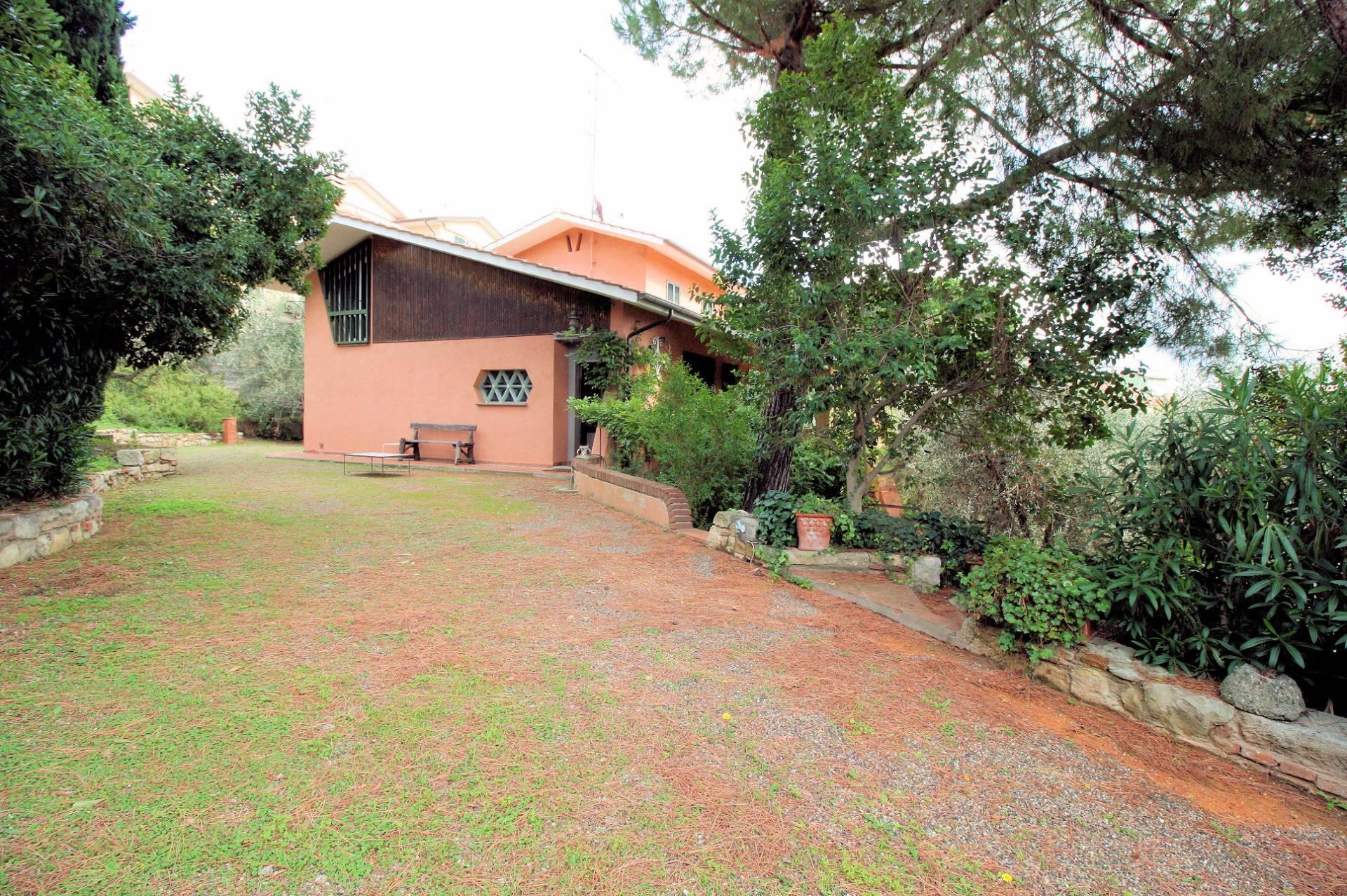 Villa in vendita a Rosignano Marittimo, 11 locali, prezzo € 650.000 | Cambio Casa.it