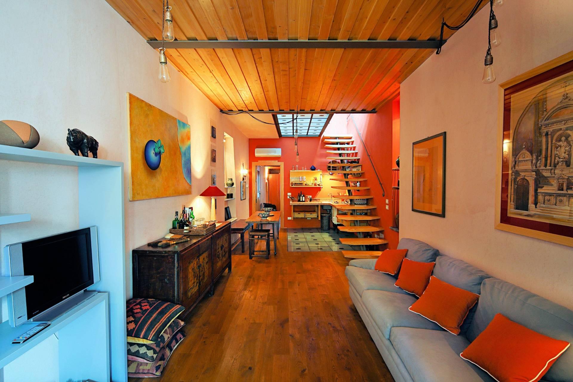 Rustico / Casale in vendita a Pietrasanta, 8 locali, zona Località: CentroStorico, Trattative riservate | Cambio Casa.it