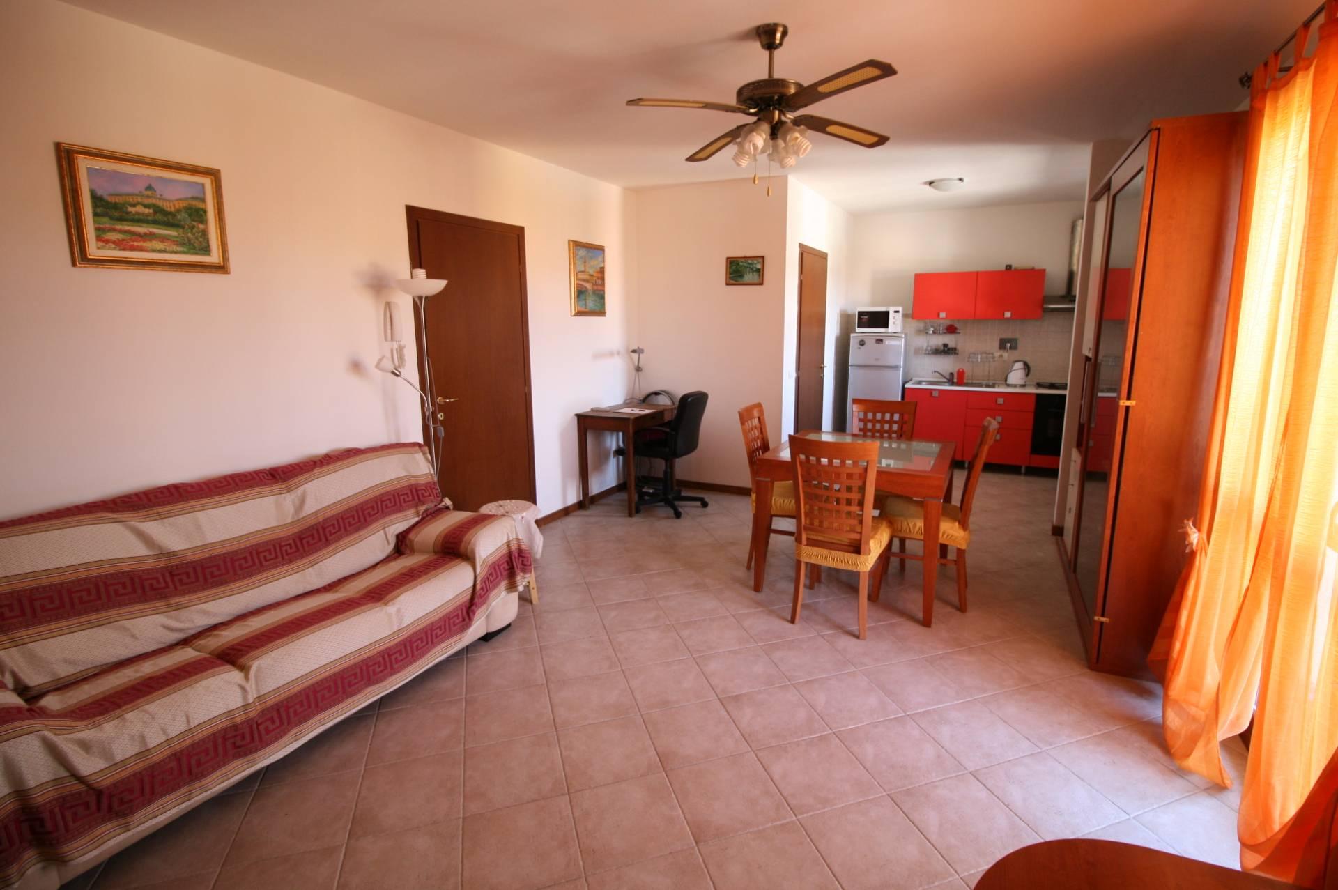 Appartamento in vendita a Altopascio, 4 locali, zona Località: BadiaPozzeveri, prezzo € 85.000 | Cambio Casa.it