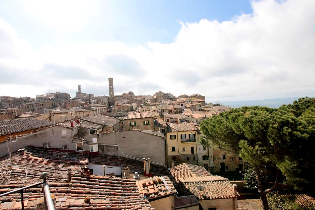 Appartamento in vendita a Volterra, 11 locali, prezzo € 380.000 | Cambio Casa.it