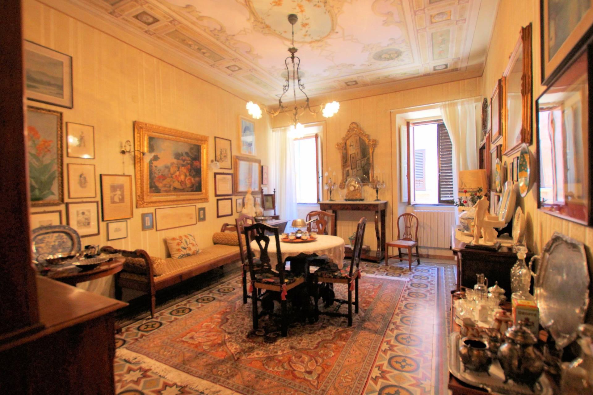 Appartamento in vendita a Volterra, 6 locali, prezzo € 190.000 | Cambio Casa.it