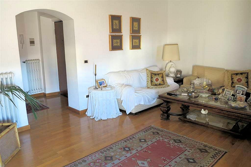 Appartamento in vendita a Follonica, 5 locali, prezzo € 290.000   Cambio Casa.it