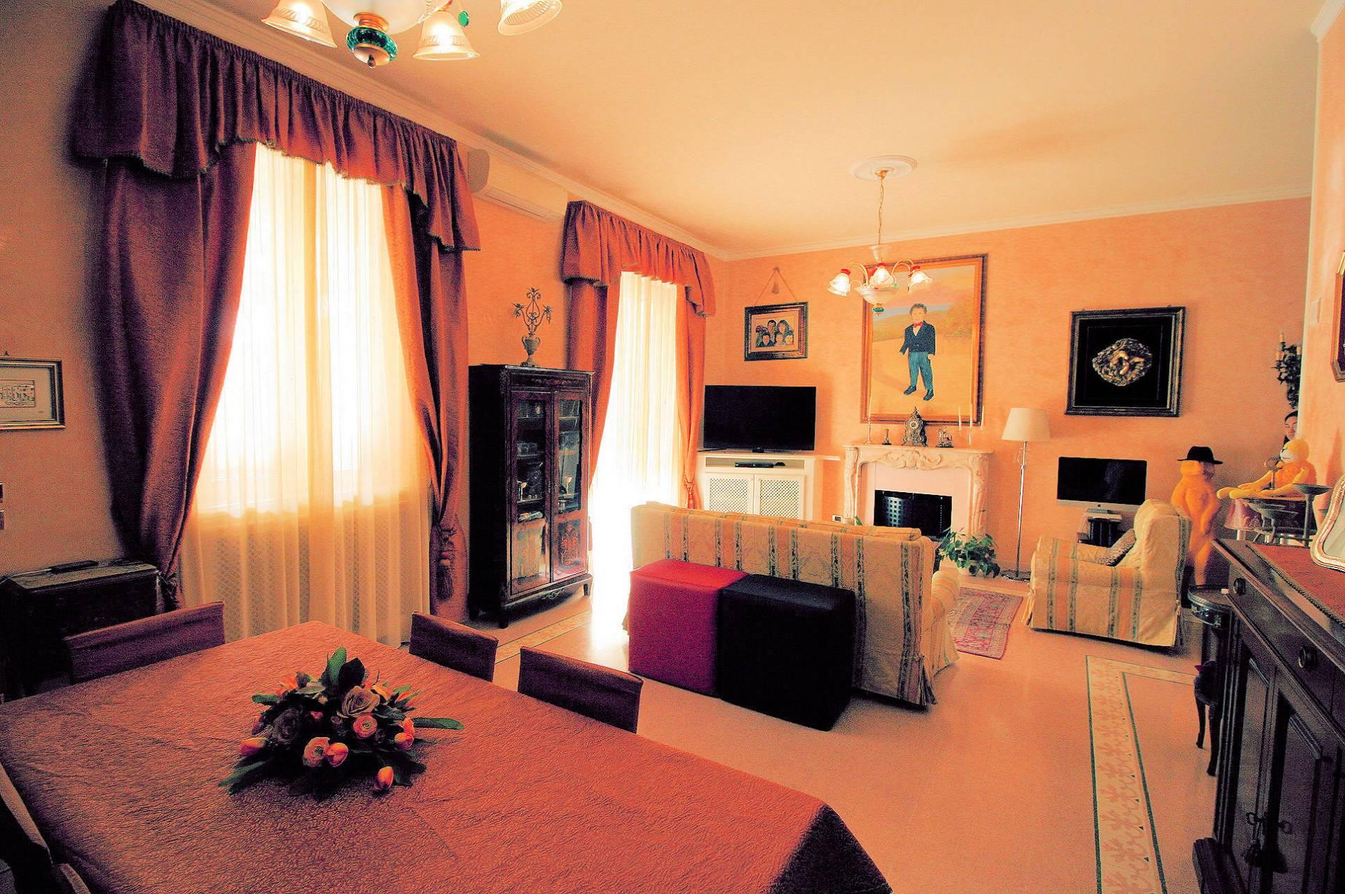 Appartamento in vendita a Viareggio, 10 locali, Trattative riservate   PortaleAgenzieImmobiliari.it