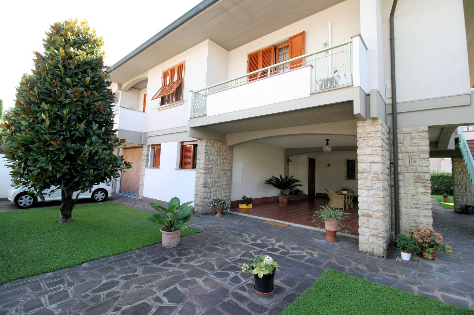 Villa Bifamiliare in Vendita a Santa Croce sull'Arno