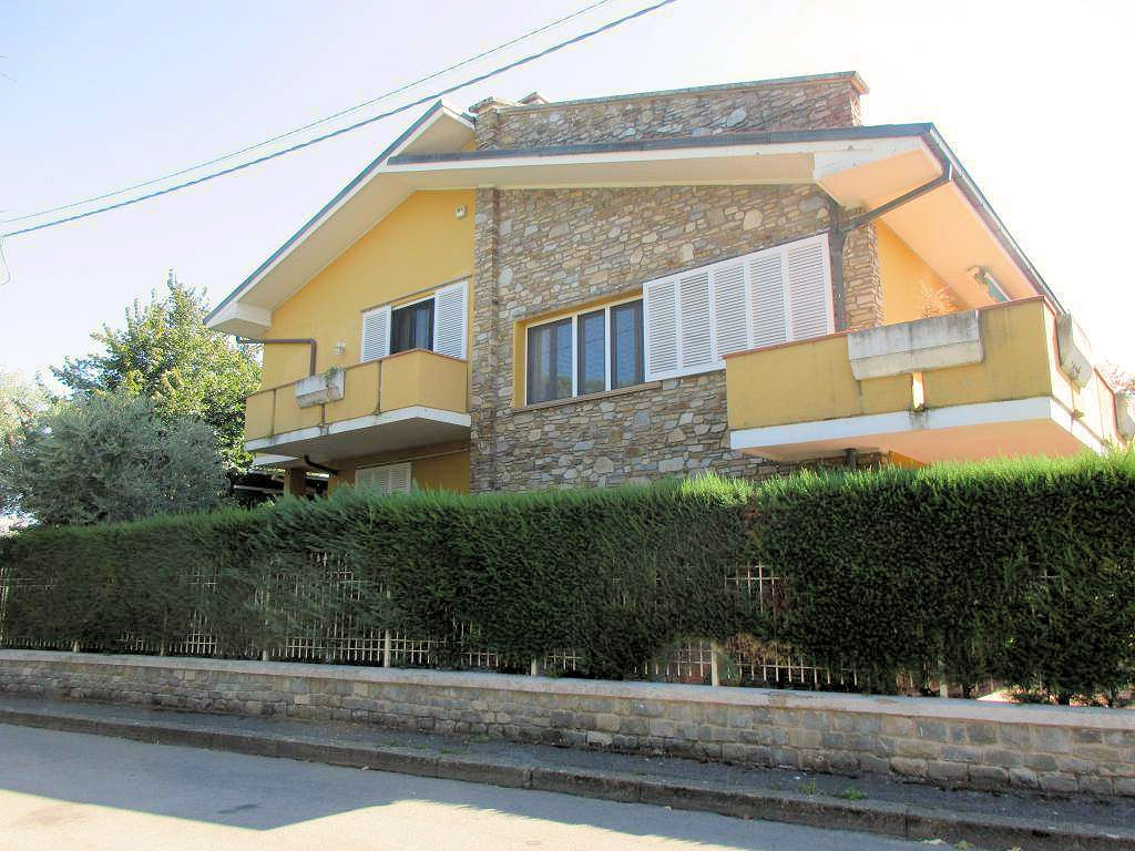 Foto - Villa In Vendita Montecatini Terme (pt)