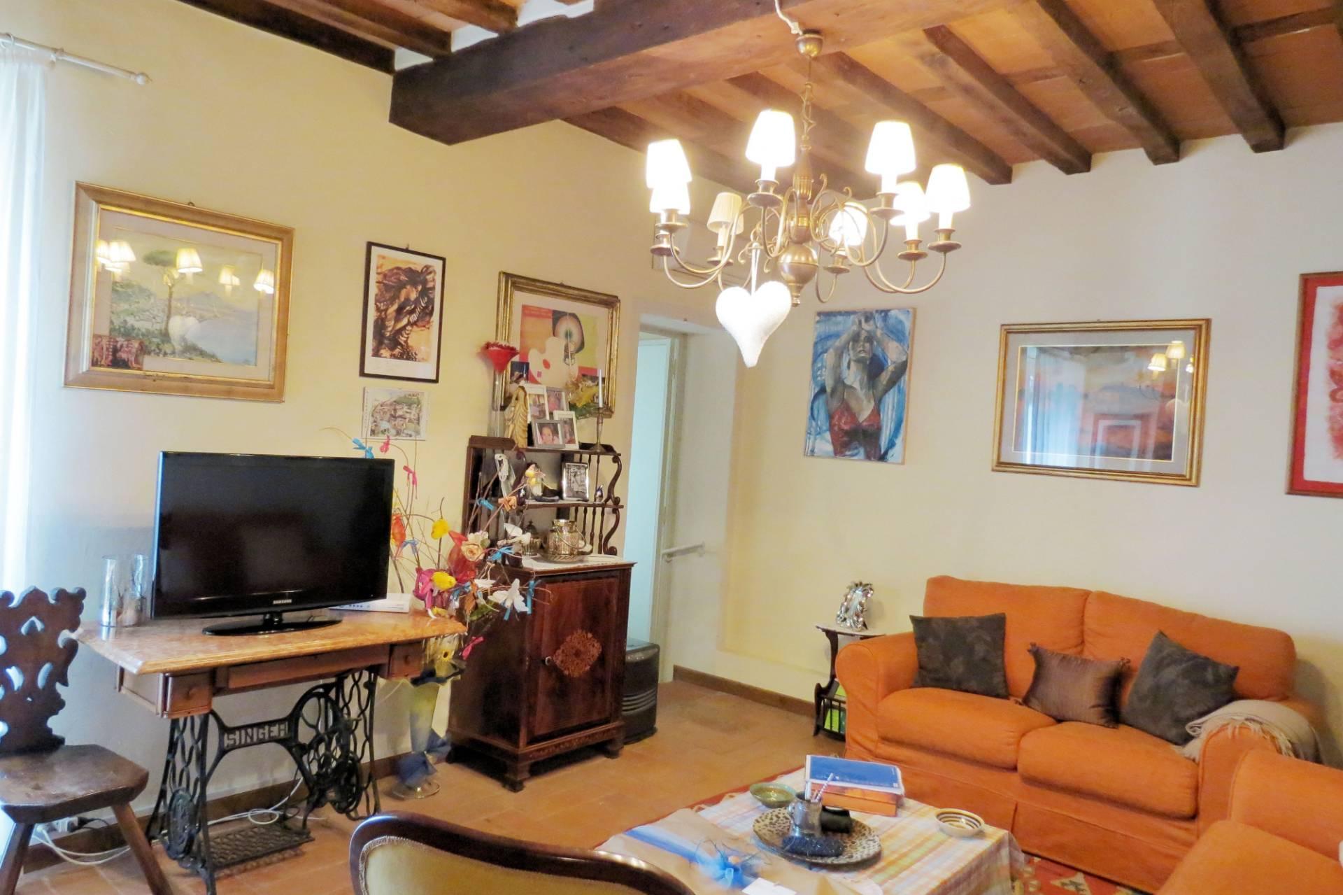Appartamento in vendita a Pietrasanta, 5 locali, zona Località: CentroStorico, prezzo € 480.000 | PortaleAgenzieImmobiliari.it