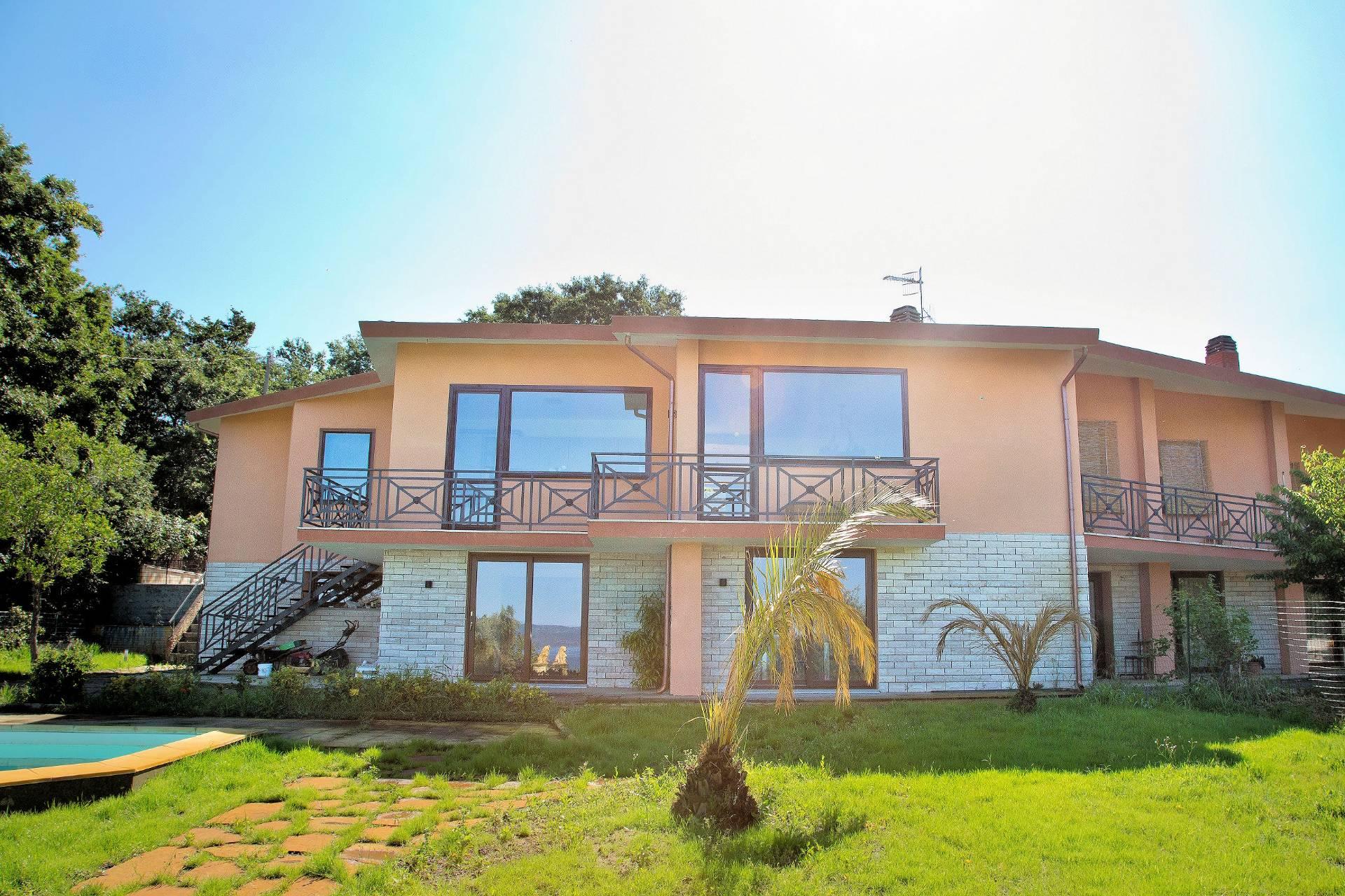 Villa Bifamiliare in Vendita a Bolsena