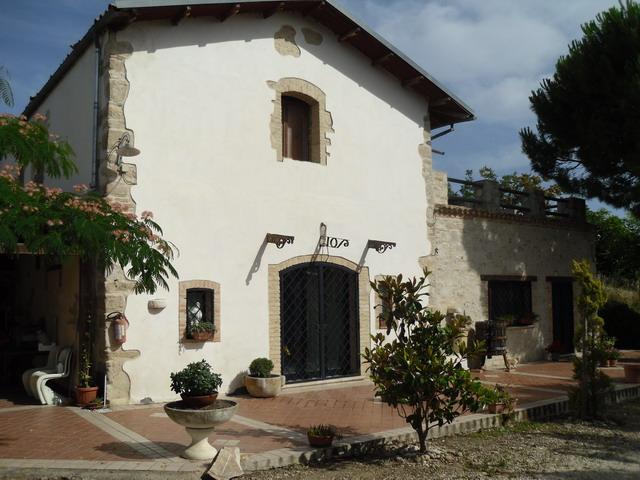 Villa in vendita a Larino, 10 locali, Trattative riservate | CambioCasa.it