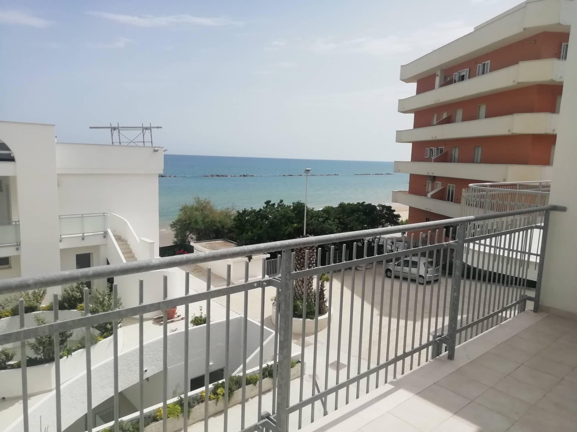 Appartamento in vendita a Termoli, 4 locali, zona Località: Lungomare, prezzo € 210.000 | PortaleAgenzieImmobiliari.it