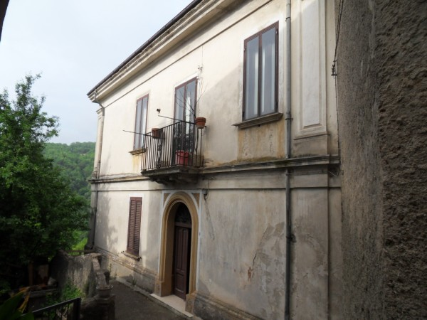 Fabbricato nel centro storico con corte in VENDITA a Celico