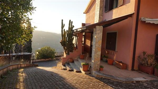 Foto - Villa In Vendita Trenta (cs)