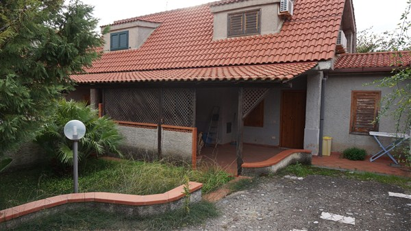 Villa Bifamiliare in VENDITA a Gizzeria