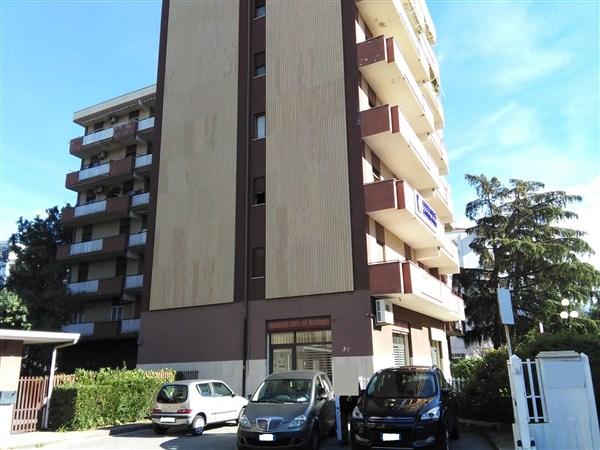 Appartamento in affitto a Rende, 6 locali, prezzo € 500 | Cambio Casa.it