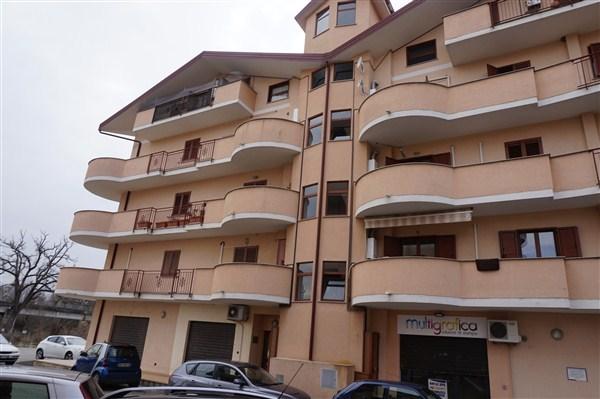 Appartamento in vendita a Montalto Uffugo, 6 locali, prezzo € 165.000 | CambioCasa.it