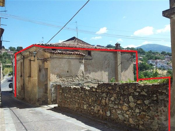 Fabbricato nel centro storico con corte in VENDITA a Casole Bruzio