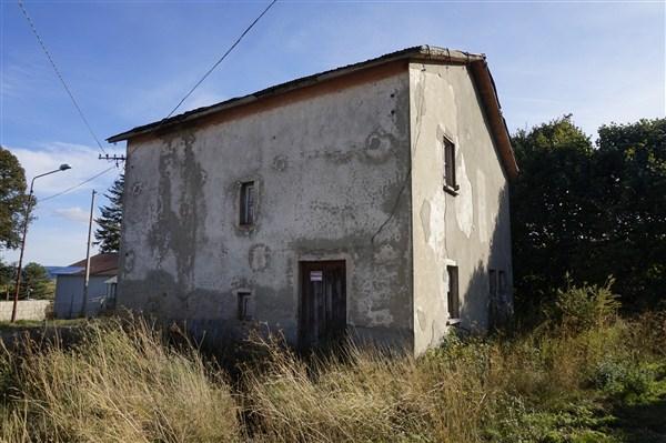 Fabbricato con Corte in VENDITA a Celico