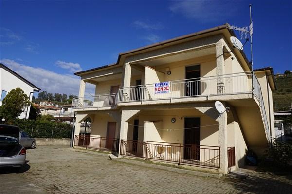 Appartamento ind. con corte in VENDITA a Sangineto
