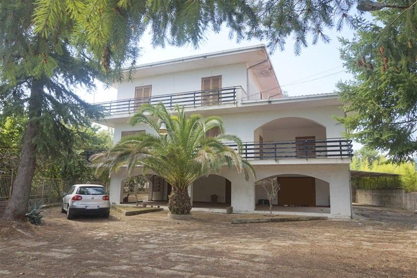 Villa unifamiliare con corte in VENDITA a Cosenza