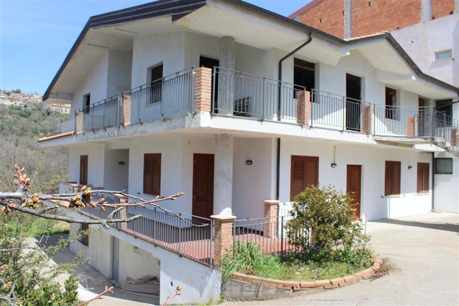 Appartamento con Giardino in VENDITA a Pedace