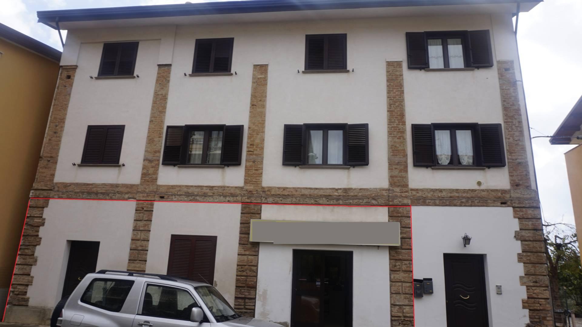 Fondo commerciale in affitto a Pianette, Rovito (CS)
