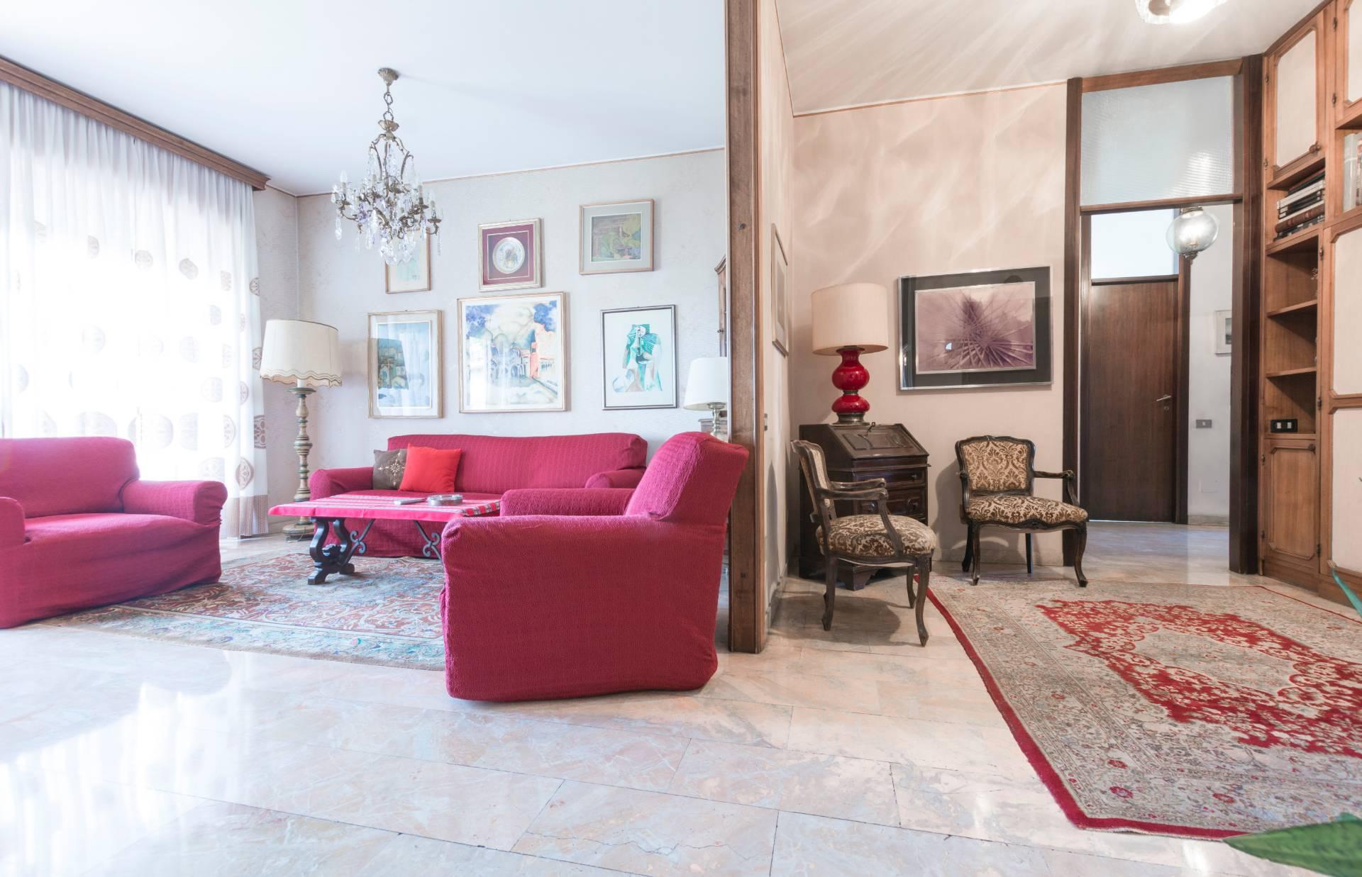 Appartamento in vendita a Milano, 4 locali, zona Zona: 17 . Quarto Oggiaro, Villapizzone, Certosa, Vialba, prezzo € 385.000 | CambioCasa.it