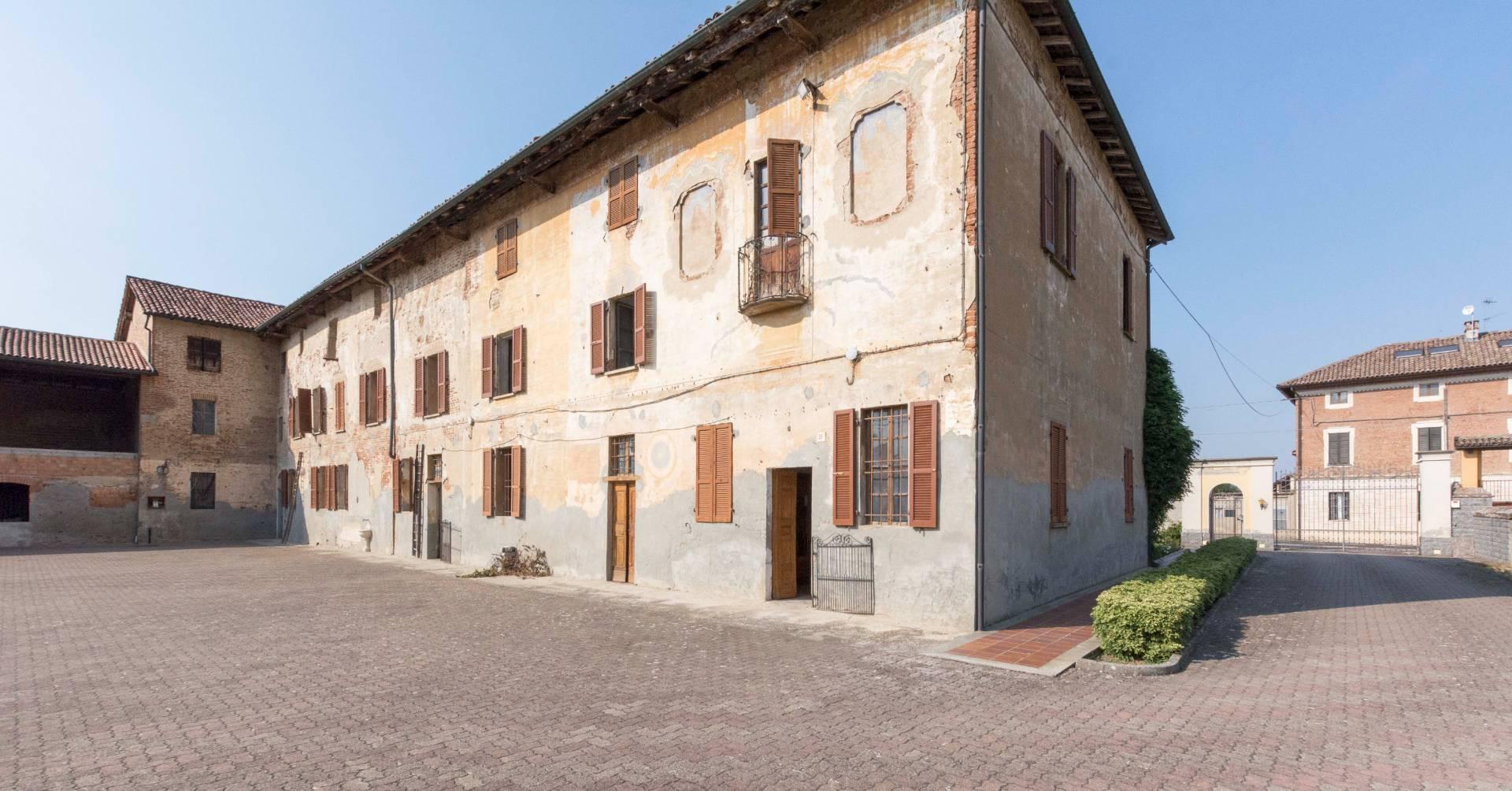 Palazzo / Stabile in vendita a Lomello, 30 locali, prezzo € 135.000 | PortaleAgenzieImmobiliari.it