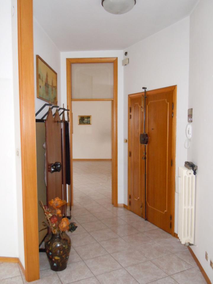 vendita appartamento porto san giorgio centro  230000 euro  6 locali  125 mq