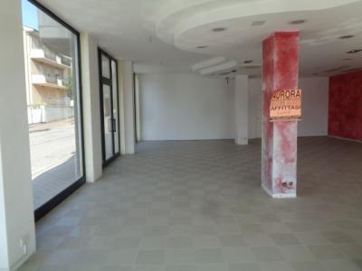 Locale commerciale in Affitto a Altidona