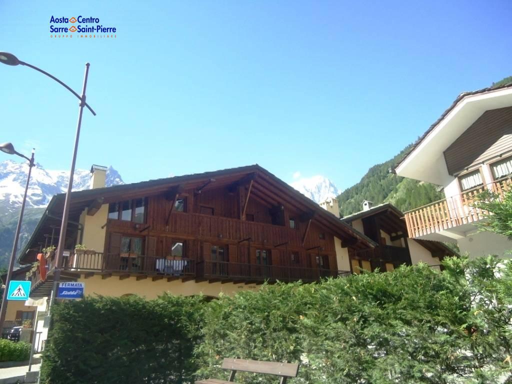 Appartamento in vendita a Courmayeur, 3 locali, prezzo € 485.000 | PortaleAgenzieImmobiliari.it