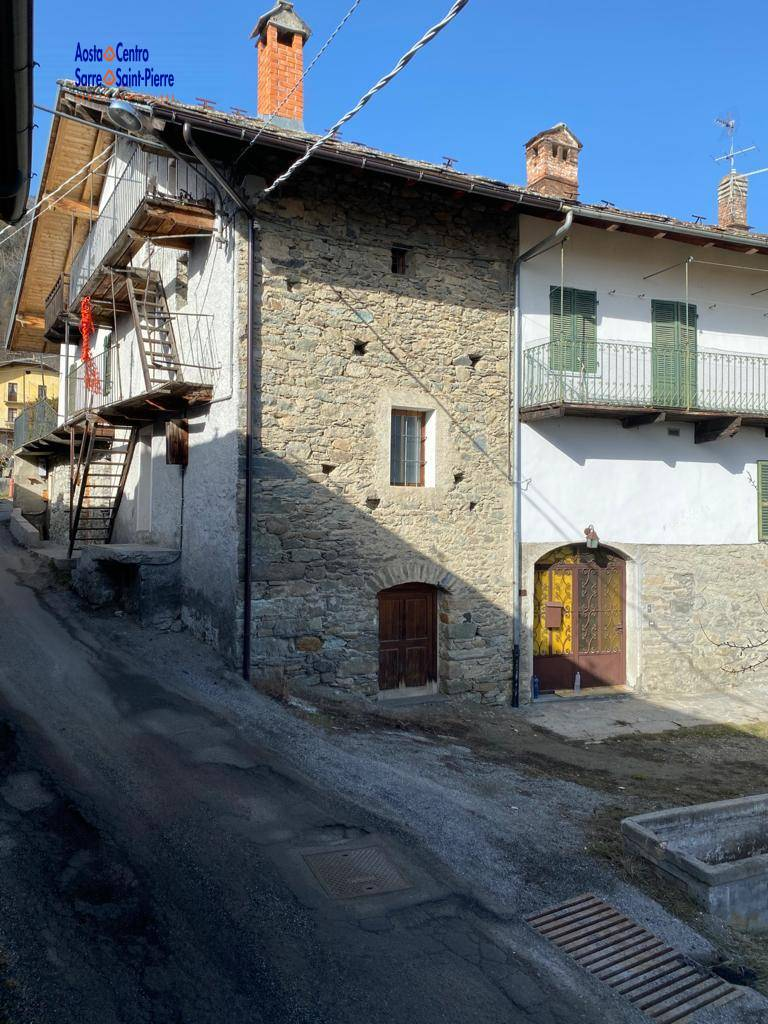 Rustico / Casale in vendita a Gignod, 3 locali, prezzo € 25.000 | PortaleAgenzieImmobiliari.it