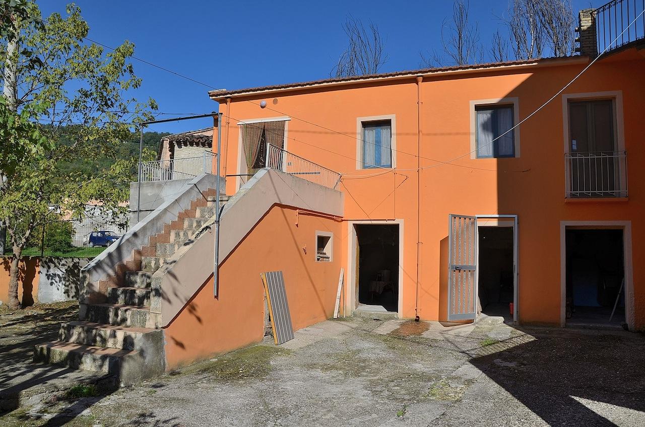 Rustico / Casale in vendita a Farindola, 4 locali, prezzo € 35.000 | Cambio Casa.it