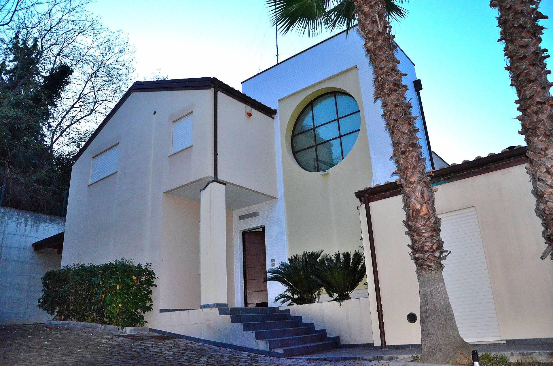 Villa in vendita a Pescara, 4 locali, zona Località: ZonaNord, prezzo € 388.000 | Cambio Casa.it