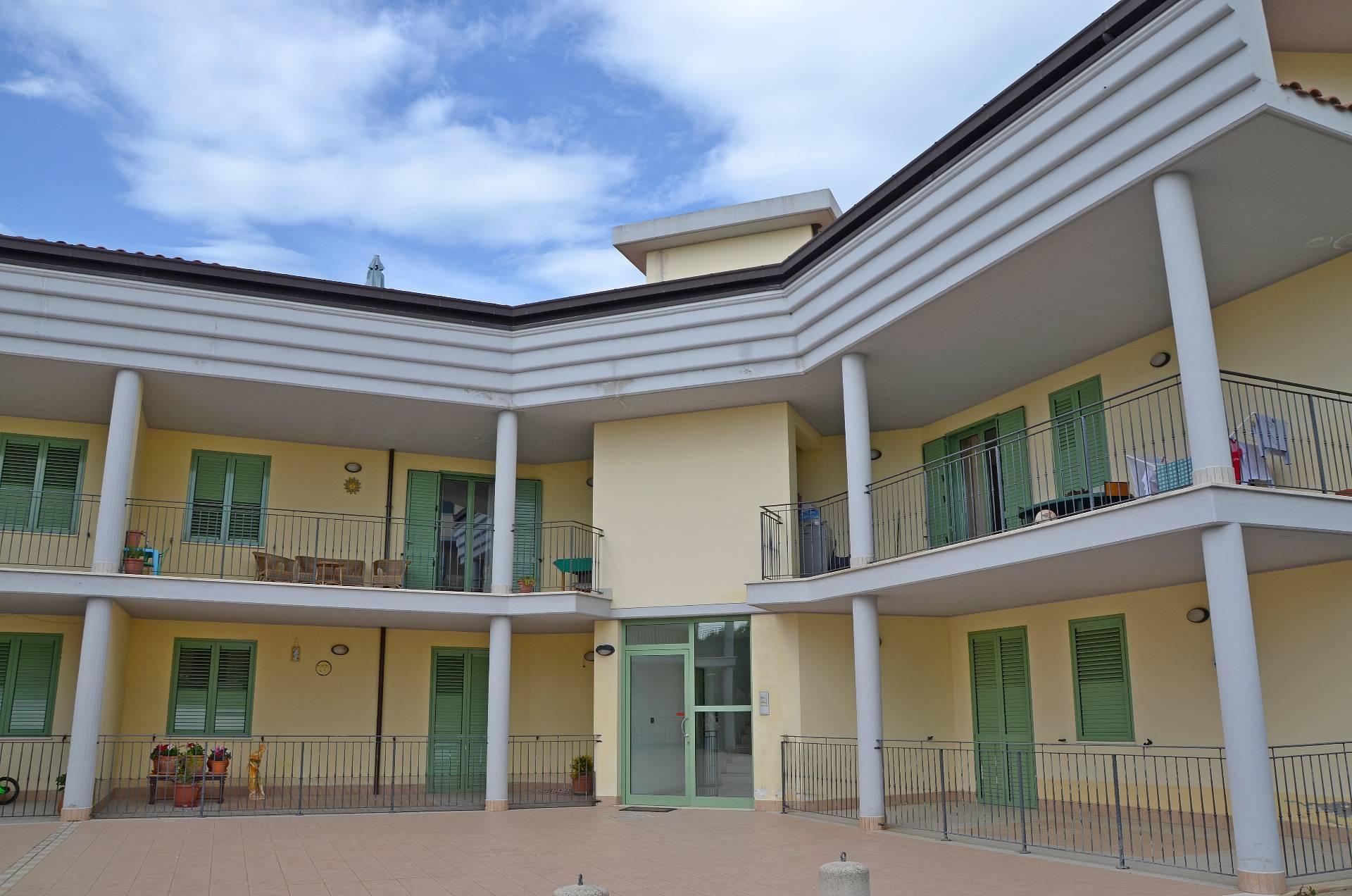 Appartamento in vendita a Città Sant'Angelo, 4 locali, zona Zona: Cona, prezzo € 154.000 | Cambio Casa.it