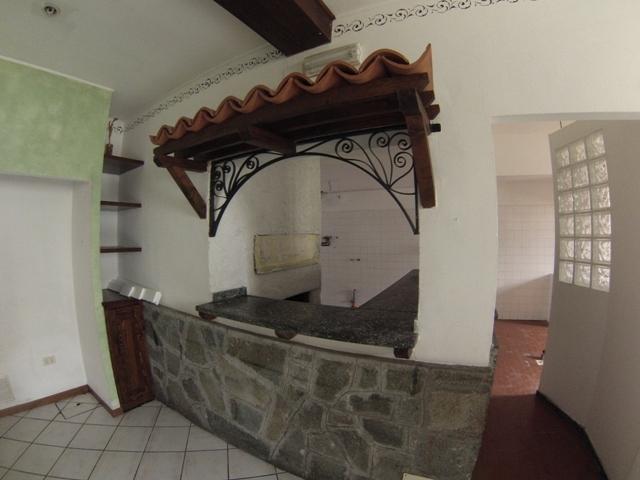 Negozio / Locale in affitto a Albenga, 9999 locali, prezzo € 1.800 | PortaleAgenzieImmobiliari.it