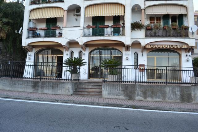 Attività / Licenza in affitto a Boissano, 9999 locali, prezzo € 1.200 | CambioCasa.it