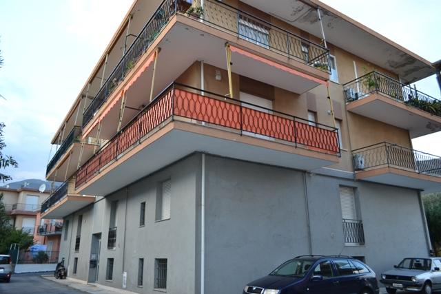 Appartamento in vendita a Ceriale, 3 locali, prezzo € 135.000   CambioCasa.it