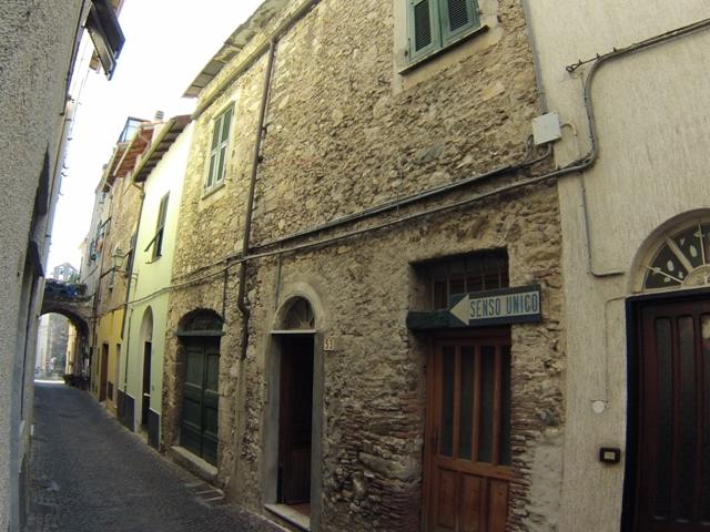 Appartamento in vendita a Toirano, 3 locali, prezzo € 87.000 | Cambio Casa.it