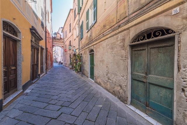 Appartamento in vendita a Finale Ligure, 4 locali, zona Zona: Finalborgo, prezzo € 330.000 | CambioCasa.it