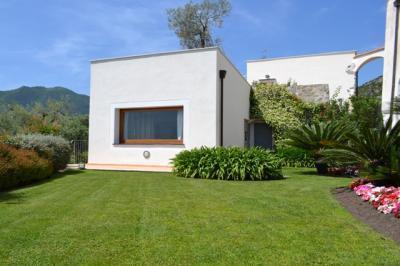 casa indipendente con giardino in Vendita