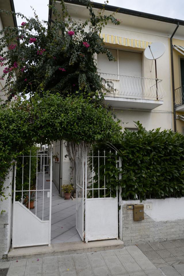 Soluzione Indipendente in affitto a Viareggio, 8 locali, zona Località: MarcoPolo, prezzo € 370.000 | Cambio Casa.it