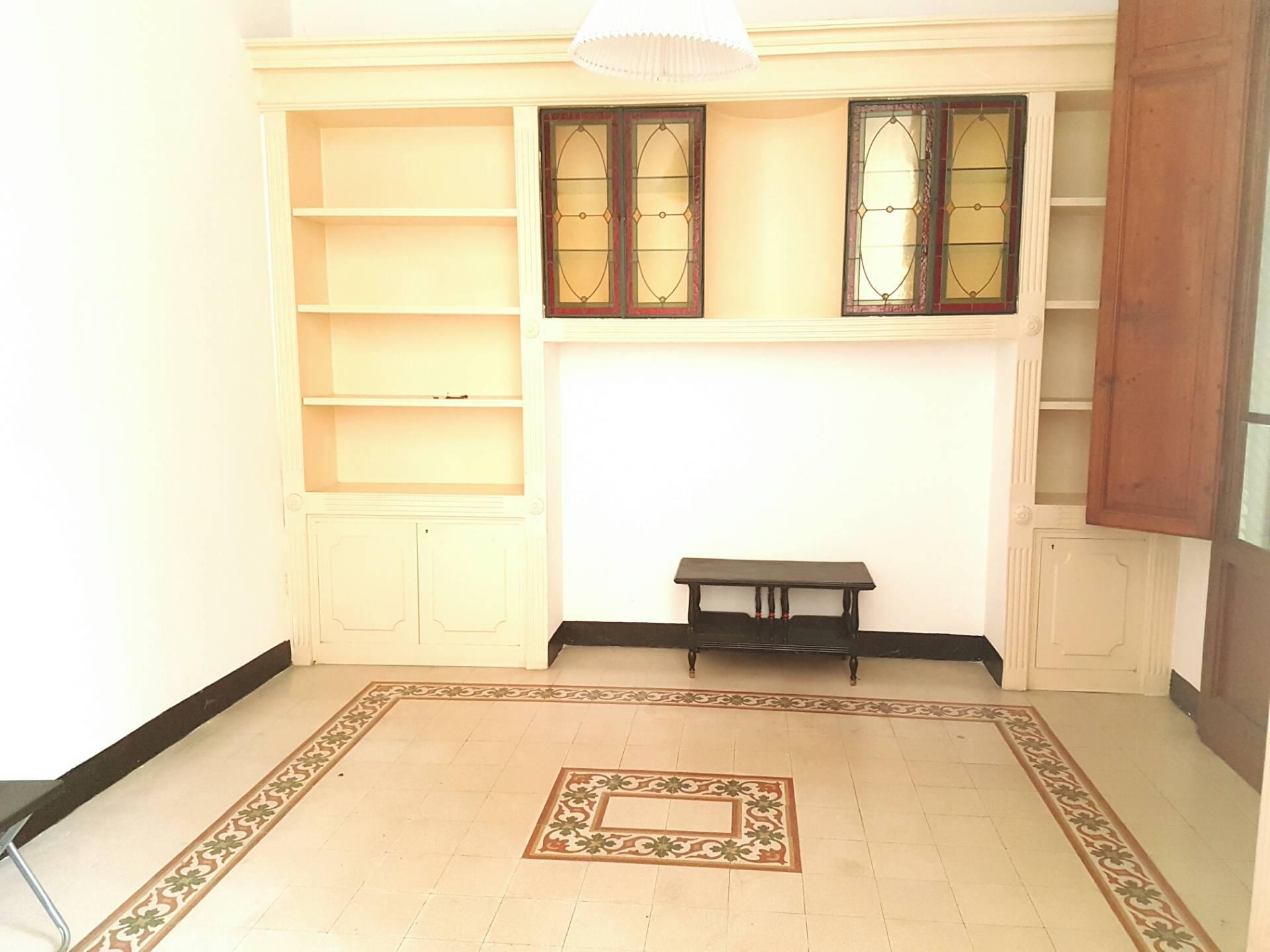 Soluzione Indipendente in affitto a Viareggio, 9 locali, zona Località: Centro, prezzo € 1.000 | Cambio Casa.it