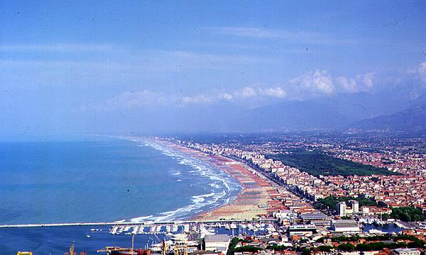 Negozio / Locale in affitto a Viareggio, 9999 locali, zona Località: Fasciamare, prezzo € 800 | Cambio Casa.it