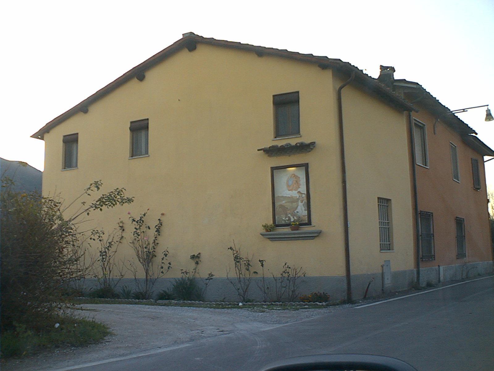 Soluzione Indipendente in vendita a Lucca, 5 locali, prezzo € 80.000   Cambio Casa.it
